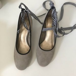 Anthropologie Liendo Ribbon Tie Pumps
